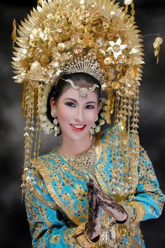 WEST SUMATRA WEDDING DRESS