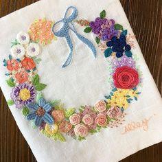 -2017/06/18 쇼잉케이스 일단 여기까지는 완성 이번엔 도안도 꼼꼼하게 그리고 실 번호도 정확하게 기록하고~ . . . . . By Alley's home #embroidery#homemade#homedecor#needlework#antique#ribbonembroidery#embroideredflowers#silkribbons#silkribbonembroidery#프랑스자수#서양자수#진해프랑스자수#창원프랑스자수#마산프랑스자수#리본자수#꽃자수#자수타그램#실크리본자수#창원프랑스자수_앨리의프랑스자수리본자수#진해프랑스자수_앨리의프랑스자수리본자수#앨리의프랑스자수#자수소품#손자수#리본자수수업#꽃다발자수#창원프랑스자수수업#창원리본자수수업#자수리스#쇼잉케이스#바늘집