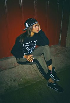 Casual outfit with cap and sweatshirt to match