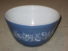 "Vintage Pyrex Blue & White "" Colonial Mist Daisy "" 1 1/2 Pint Mixing Nesting Batter Bowl Corning Ware - Corelle - Pyrex http://www.amazon.com/dp/B009MAAQA8/ref=cm_sw_r_pi_dp_c9D4wb1JM8DQC"