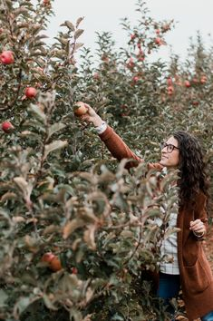 The Tailored Olive- Apple picking in Charlottesville, VA- Madewell cardigan, flannel #madewell #flannel Charlottesville, Fashion Photo, Madewell, Flannel, Personal Style, Couple Photos, My Style, Couple Pics, Flannels