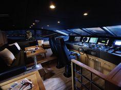 10-Yacht-control-room