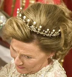 Queen Maud pearl and diamond tiara, small version from above.