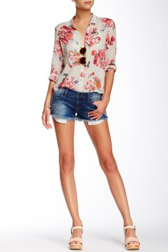Cute Floral Top and Exposed Pocket Cutoff Short for summer days.