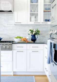 Love this backsplash! contemporary/Shaker-style cabinets, grey quartz countertop, marble-tiled backsplash (Style at Home) Kitchen Cabinets And Backsplash, White Shaker Kitchen Cabinets, White Marble Kitchen, Shaker Style Cabinets, Kitchen Cabinet Hardware, Kitchen Cabinet Design, Kitchen Redo, New Kitchen, Backsplash Design