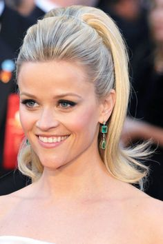 Reese Witherspoon, the makeup, the hair, the dress, the jewels... perfect!