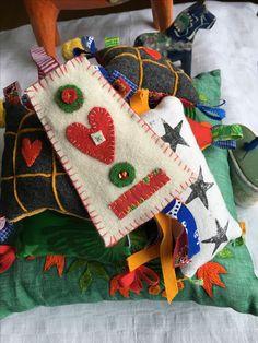 Yllebroderi. Nålhus. #nålhus #yllebroderi #ylleapplikation #ylle #wool #broderi #embroideri