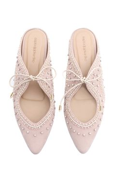 If you want to find very comfortable wedding shoes you have two top choices, one is to wear cowgirl wedding boots (as many of our readers choose). However, cowgirl boots aren't for everyone, even i… Valentino Wedding Shoes, Best Bridal Shoes, Sergio Rossi Shoes, Wedding Boots, Jeweled Shoes, Italian Shoes, Top Shoes, Lace Shoes, Shoes Heels