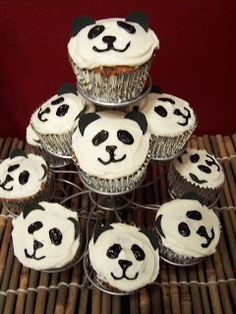 Panda birthday party | Pinning because they are SO CUTE! No to convince J she wants a panda party...