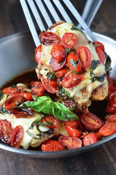 Caprese Chicken | 30 Delicious Things To Cook In September (scheduled via http://www.tailwindapp.com?utm_source=pinterest&utm_medium=twpin&utm_content=post347201&utm_campaign=scheduler_attribution)