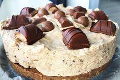 Recept: Malteser Kinder Bueno Cheesecake! - Fitaddict.nl Köstliche Desserts, Delicious Desserts, Dessert Recipes, Yummy Cookies, Cakes And More, Sweet Recipes, Cookie Recipes, Sweet Tooth, Snow