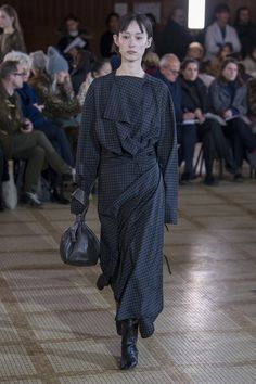 ef9a5206dfe7f See the complete Lemaire Fall 2018 Ready-to-Wear collection.