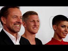 Wembley - Football is coming hoam: Bastian Schweinsteiger und Philipp Lahm bei Weltpremiere