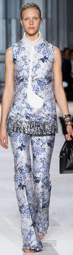 The Japanese art inspiration by Italian designer GIAMBATTISTA VALLI, Spring 2015.