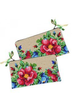 Цю косметичку-гаманець в традиційному українському стилі з квітковим принтом Ви можете купити в нашому магазині. Завжди в наявності на складі, з доставкою у будь-яку точку України у найкоротший термін. Bags, Fashion, Handbags, Moda, Fashion Styles, Taschen, Purse, Fashion Illustrations, Purses