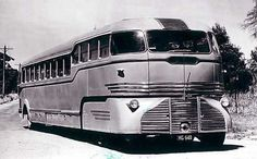 This is the famous Landliner built for Peninsula Bus Lines in 1946 by Roy Weber. It had two Ford engines, one on the front bogie and one in the rear. All controls were hydraulically operated. Vintage Trailers, Vintage Cars, Classic Trucks, Classic Cars, Automobile, Bus Camper, Campers, Bus Coach, Camping Car