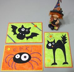 Photos only--halloween quilted postcards Halloween Quilts, Halloween Applique, Halloween Sewing, Halloween Mug, Halloween Cards, Halloween Decorations, Halloween Placemats, Halloween Fabric Crafts, Fall Sewing