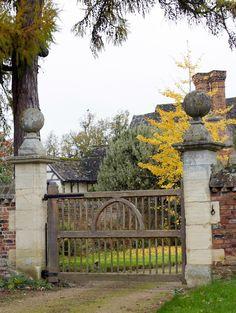 The Borderline Gate.