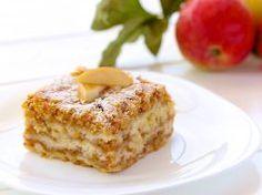 Jednoduchý vrstvený jablečný koláč se skořicí z jednoho plechu, který uděláte i během vaření oběda
