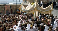 Particolare del momento della processione de S'Interru (corteo funebre) del Cristo morto seguito dall'Addolorata. La Sede, Holy Week, Fair Grounds, Culture, Santa, Christ