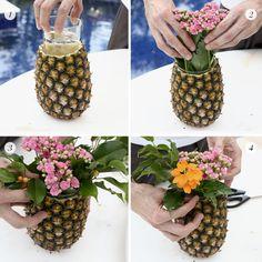 Ao invés da espuma floral, usamos um copo da altura do abacaxi e adicionamos as flores dentro.