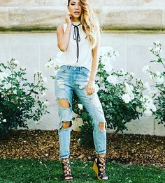 #great#look#jeans#chaussures#compensées Look Jean, Jeans With Heels, Different Styles, Footwear, Denim, How To Wear, Pants, Fashion, Wedges