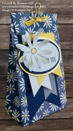 Bag Boxes Trend - Delightful Daisy, Stampin Up the bag-boxes have been stalking us for longer and with more insistence of what we think, so it's not crazy to say that 2018 will finally be your moment. Pochette Diy, Stampin Up Catalog, Gift Packaging, Flower Cards, Craft Fairs, Stampin Up Cards, Diy Gifts, Cardmaking, Birthday Cards