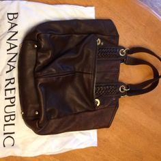 Banana Republic genuine leather handbag This handbag will be your staple all Fall. Distressed brown leather. Good condition. Gently used * prices to sell* final sale Banana Republic Bags