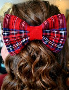 Bow... this would be sooo cute in my niece's hair!