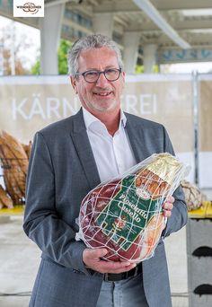 ...Rudolf Frierss, einer der führenden #Schinken- und #Wurstspezialisten Österreichs 😋 und Anlaufstelle für all jene, die vom köstlichen Geschmack Kärntens und des Alpen-Adria-Raums nicht genug bekommen können.   Wir freuen uns sehr, mit ihm einen mehr als kompetenten #Partner für das kulinarische Gemeinschaftsprojekt #KÄRNTNEREI zu haben.  #regional, #kärnten, #prosciuttocastello, #handwerk, #genuss, #qualität,#kärntnerei, #frierss, #kaslabn, #wienerroither, #maguat Der Plan, Presents, Cards, Partner, Regional, September, Eggs, Projects, Cozy Patio