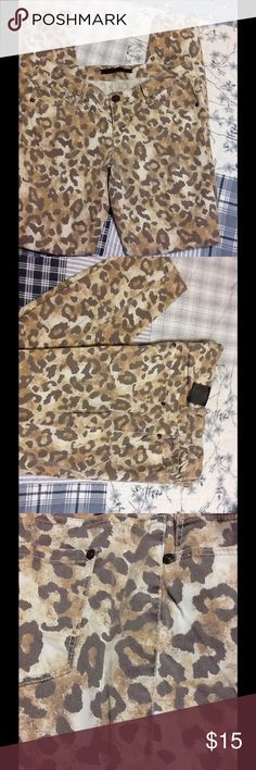 """MATERIAL GIRL LEOPARD SKINNY PANTS MATERIAL GIRL LEOPARD SKINNY PANTS. 98% COTTON/ 2% SPANDEX. USED ONCE/  31""""  length- NEW CONDITION Material Girl Jeans"""