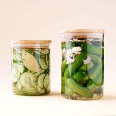 """Elke week delen we een lekker recept van onze vrienden vanZTRDG.NL. Deze keer:ingemaakte komkommer (pickles). """"Wat…"""