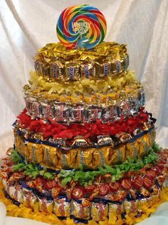 9 Fun Ideas for Candy Cakes. Candy cakes are fun and easy to make - not to mention delicous. Kosher candy can be used for a kosher candy cake. Candy Birthday Cakes, Candy Cakes, Cupcake Cakes, Fun Cakes, Candy Arrangements, Candy Centerpieces, Graduation Centerpiece, Wedding Centerpieces, Chocolate Candy Cake