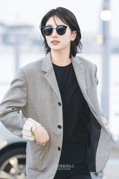 Suzy Amazes With Her New, Mature Look At Incheon Airport — Koreaboo Short Hair Tomboy, Short Punk Hair, Korean Short Hair, Korean Haircut, Girl Short Hair, Short Hair Cuts, Hidden Hair Color, New Short Haircuts, Mullet Hairstyle