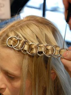 How to: Chainmail Braid- ellemag How to: Chainmail Braid- ellemag # long Braids bobby pins # long Braids bobby pins Hair Scarf Styles, Curly Hair Styles, Natural Hair Styles, Cute Braided Hairstyles, Box Braids Hairstyles, Hairstyles With Headbands, Hairstyles Videos, Dreadlock Hairstyles, Hair Updo