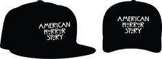 """American Horror Story Bonés: Aba curva R$ 15,00 + frete Aba reta 20,00 + frete Personalizamos e estampamos a sua ideia: imagem, frase ou logo preferido. Envie a sua ideia ou escolha uma das """"nossas"""".... Blog: http://knupsilk.blogspot.com.br Pagina facebook: https://www.facebook.com/pages/KnupSilk-EstampariaSerigrafia/827832813899935?pnref=lhc https://twitter.com/KnupSilk"""