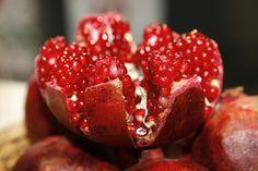 Zahraniční žurnál zaměřený na aterosklerózupřináší nový vědecký výzkum, který uzákoňuje granátové jablko jako způsob, jak zvrátit základní patologii, která je spojována skardiovaskulární mortalitou. Shromažďování tukových materiálů působí enormní ztluštění koronárních tepen, ucpává je a je známo jako ateroskleróza.  Síla granátového jablka Granátové jablko je ovoce, které přináší spoustu úžasných věcí, které jsou pro lidské …