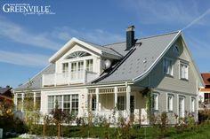 Greenville Architektur im Allgäu - Deutschland. Rechts und Links vom Erker machen es sich unsere Kunden auf der Porch gemütlich.
