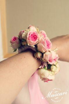 Bransoletka dla świadkowej upleciona z róż
