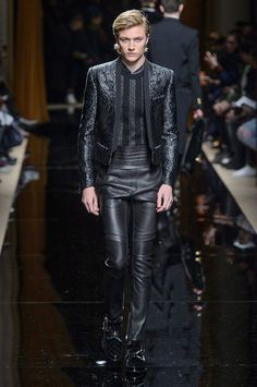Oliver Rousteing's Balmain is as much about the clothes as it is about the presentation. Beginning with models, Balmain's fall-winter 2016 men's show was opened… Unisex Fashion, Mens Fashion, Paris Fashion, Fall Winter 2016, Top Male Models, Military Style Coats, Lucky Blue Smith, Balmain Men, Fall Collections