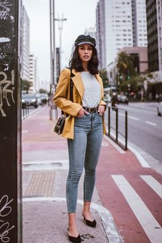 Yellow Blazer with Jeans Summer Shorts Outfits, Blazer Outfits, Short Outfits, Spring Outfits, Outfit Summer, Japan Outfit Winter, Black Biker Shorts, Yellow Blazer, Blazer With Jeans