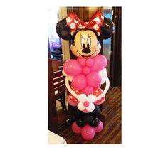 Minnie Mouse din baloane umflate cu aer. Inaltime aproximativ 180 de cm.  Poate fi asezata la intrarea in sala sau stanga-dreapta mesei unde vor sta parintii si nasii, alaturi de partenerul ei Mickey din baloane. Mickey Mouse, Wreaths, Halloween, Disney Characters, Decor, Art, Art Background, Decoration, Door Wreaths