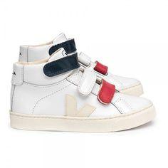 Les meilleures marques Chaussure Adolescent sont sur Smallable, le Family  Concept Store. Découvrez une sélection large et pointue de Scratchs Fille. 2f279a00dc5b