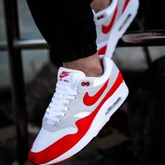 Sneakers – High Fashion For Men Retro Sneakers, Best Sneakers, Sneakers Fashion, Sneakers Nike, Nike Air Shoes, Men's Shoes, Air Max 1, Nike Air Max, Basket Style
