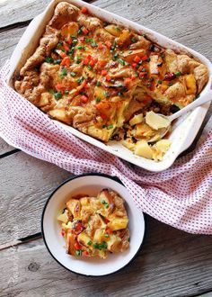 Baked potatoes and eggs with red pepper and chives