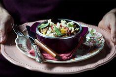 Saborosa e versátil, a berinjela assada vira estrela nesse delicioso fusili com ricota e pimentão que é super reconfortante para os dias de friozinho outonal.