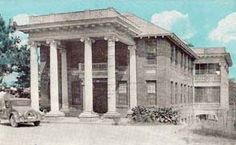 The Knight Sanatorium on Maple Drive in Roanoke that later served at Dorsey Yarbrough's National School of Music.