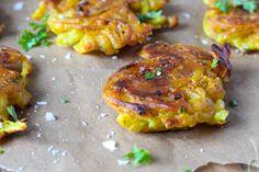 Onion bhajis - sprød indisk snack (vegansk). Nem, billig og hurtig indisk snack med løg og kikærtemel. Vegansk og glutenfri
