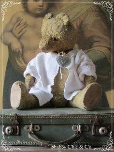 Zauberhafter alter Teddy  von Shabby Chic & Co. auf DaWanda.com