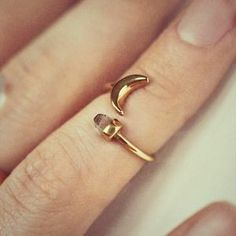 I just discovered this while shopping on Poshmark: ManiaMania 14k Gold Vermeil Equinox Knuckle Ring. Check it out!  Size: OS